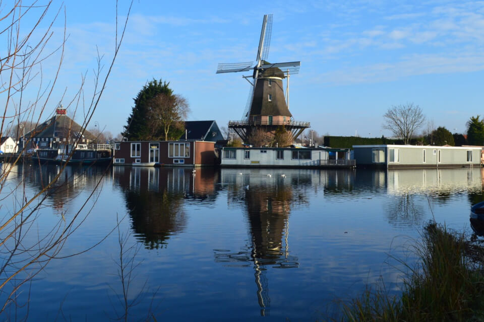Visit the greater Amsterdam Area at Morpheus Houseboat Bed and Breakfast